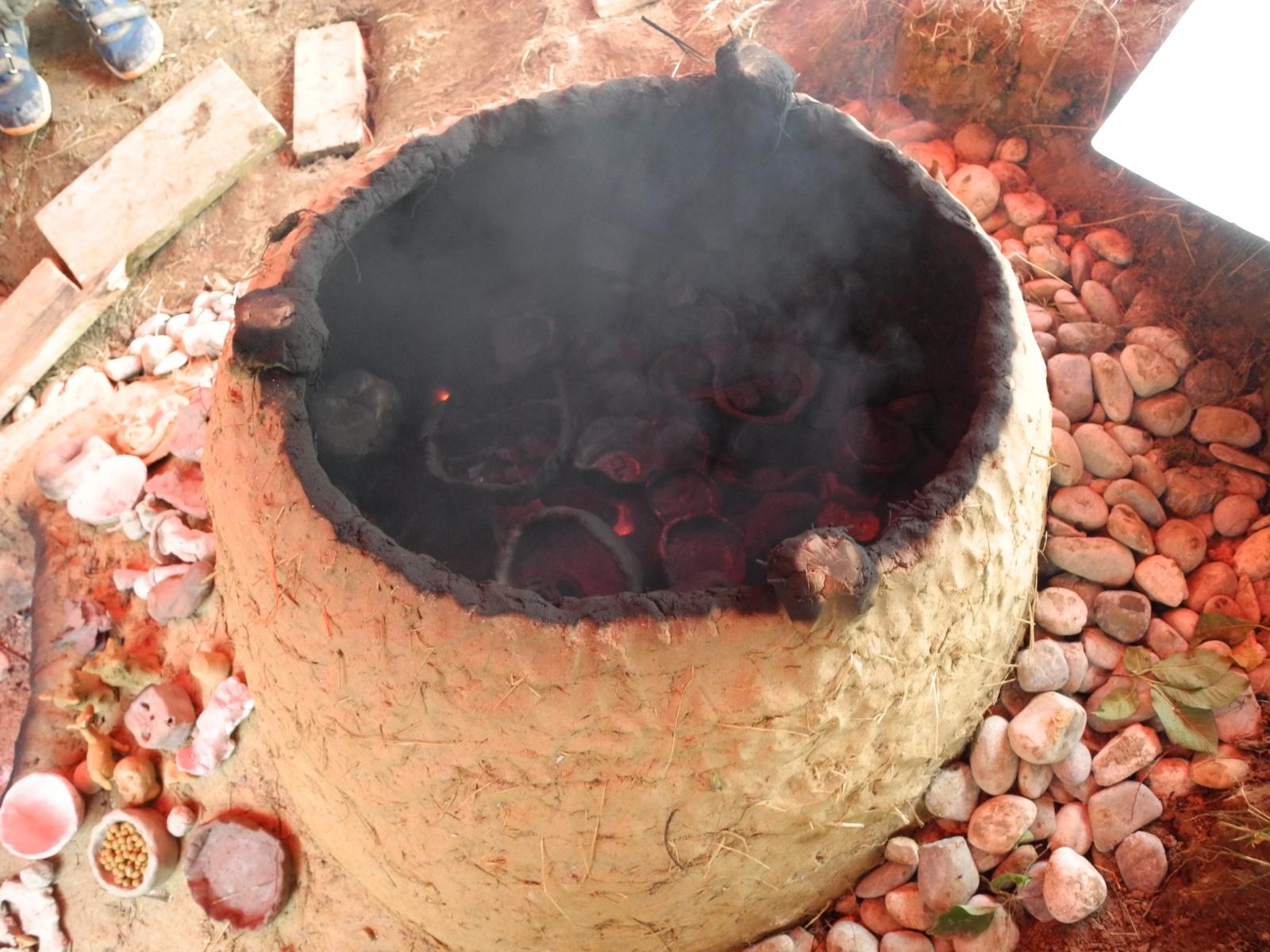 Lehm Form Feuer Schmauchbrennofen